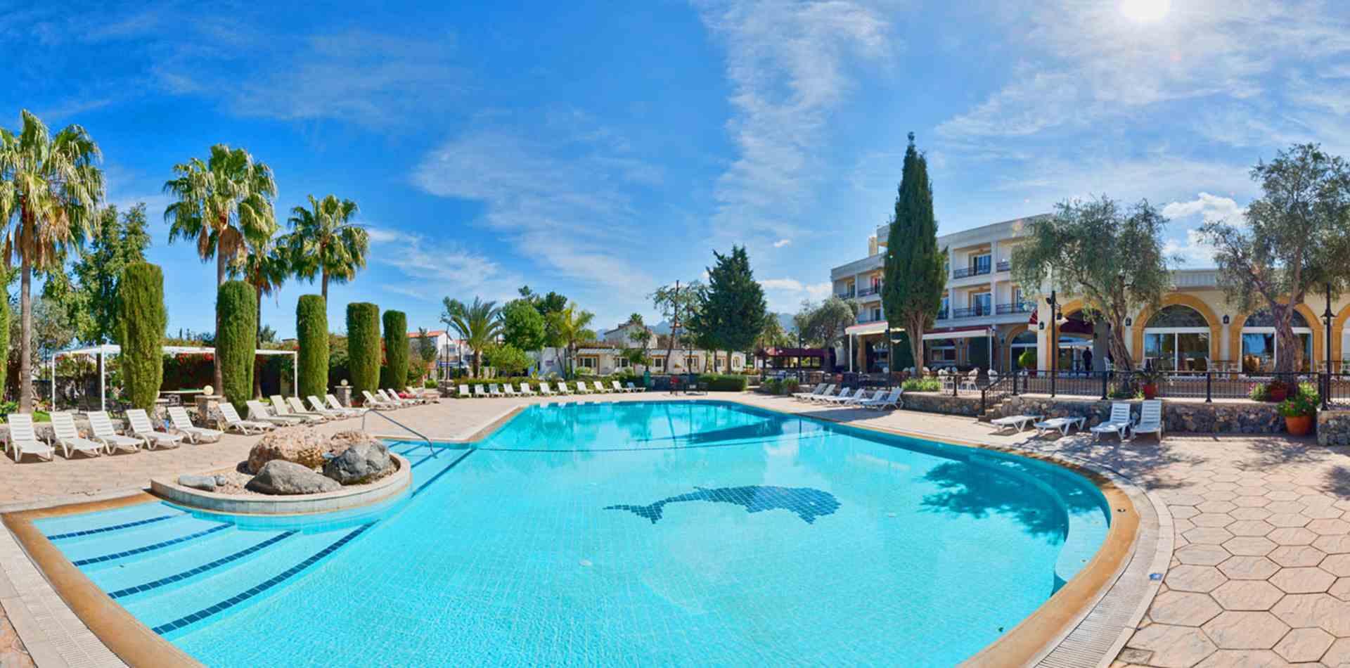 Altinkaya resort outside pool